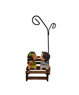 مجسمه طرح دختر و پسر روی نیمکت کد m1010