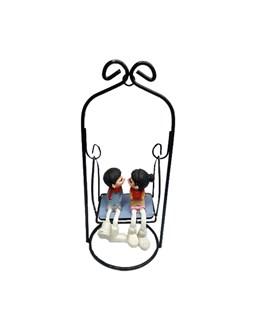 مجسمه طرح پسر و دختر روی نیمکت کد m1013